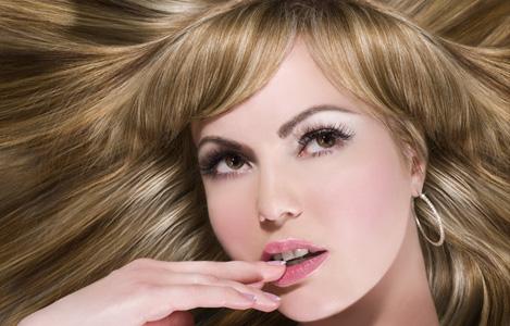 Скидка 70% на оздоровительную стрижку горячими ножницами волос любой длины и питательную маску в салоне красоты Восьмое желание (240 руб. вместо 800 руб.)