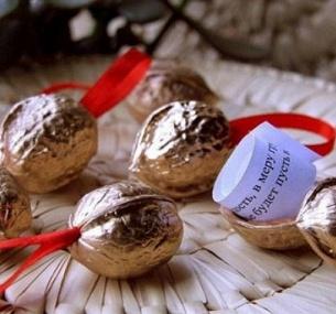 Скидки, Узнай, что ждет тебя в Новом Году! Наборы сувенирных орешков с предсказаниями в подарочной упаковке от M&M Studio, купон