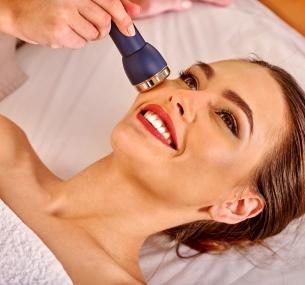 До2процедур чистки, пилинга или увлажняющего 8-этапного ухода залицом идо5процедур гиалуронопластики кожи лица, шеи изоны декольте в салоне красоты Podium