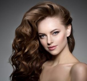 Стрижка, мелирование, окрашивание, экранирование, термокератиновый уход, шлифовка волос, создание прикорневого объема впарикмахерской «Леди»