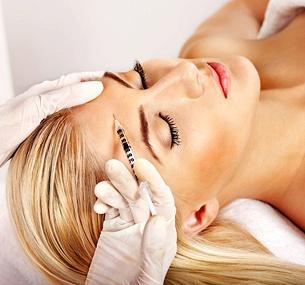 Сеансы чистки, пилинга, мезотерапии для лица или волос, биоревитализации либо 8-этапный увлажняющий уход закожей всалоне красоты Podium