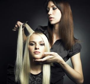 Стрижка, окрашивание навыбор, термокератиновый уход, экранирование или ботокс для волос всалоне красоты «Мак»