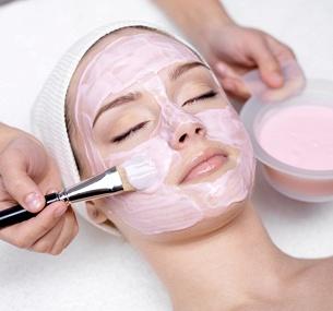 Сеансы мануальной, комплексной или УЗ-чистки лица снанесением маски или без, срединного пилинга навыбор либо процедуры «Увлажняющий 8-этапный уход залицом» всалоне красоты «Эдит»