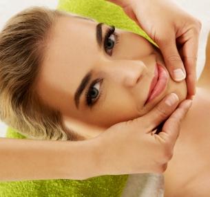 Чистка лица, пилинг, процедуры мезотерапии или биоревитализации всалоне красоты «Персона»