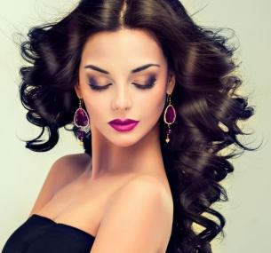 Стрижка, укладка, ламинирование, экранирование, окрашивание навыбор, лечение волос кератином, массаж головы всалоне-парикмахерской «Гламур»