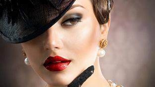 Купон на макияж. Мастер-классы с изучением цветотипа лица и дневного макияжа, классического макияжа, вечернего макияжа, техники «Смоки-айз» и ваши фото «До» и «После» в подарок в «Школе красоты анны васильевой» -67% - купон в Екатеринбурге