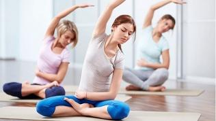 Занятия встудии йоги