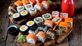 Роллы, суши, лапша wok