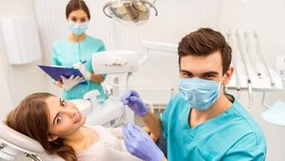 Лечение или чистка зубов