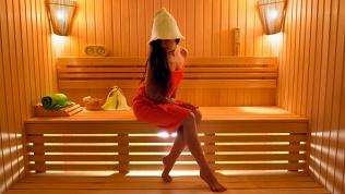 Отдых в бане с веником