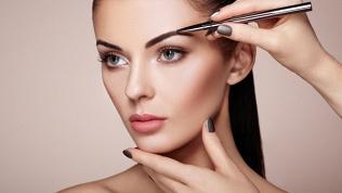 Уход забровями, макияж
