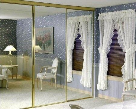 Встроенная мебель - это не вид мебели, а способ ее размещения в помещении. Встроенным может быть как платяной шкаф