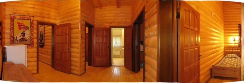Каминный зал, оборудованная кухня, три спальни, TV, видео, музыкальный центр, два с/у с душевыми кабинами.