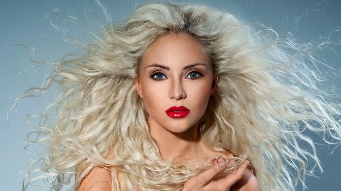 porno-blondinki-s-krasivoy-pricheskoy