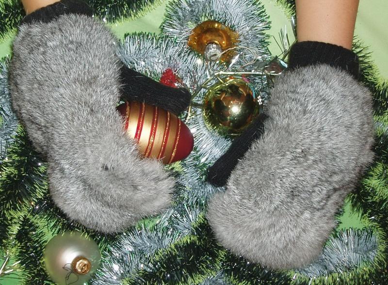 Продам очень красивые и теплые варежки из лисички и кролика.