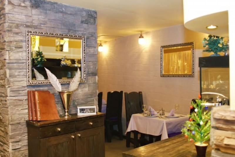 Ресторану Три Ерша 10...  У нас есть древесный мангал в зале, на...