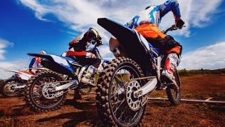 Катание намотоцикле