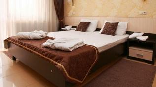 Отель «Лэнсис»
