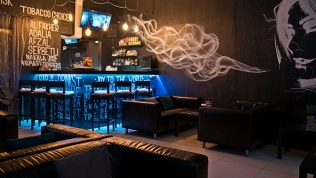 Lounge &Cinema Bar