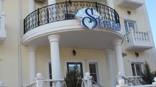 Отель Strass