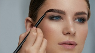 Уход за бровями, макияж