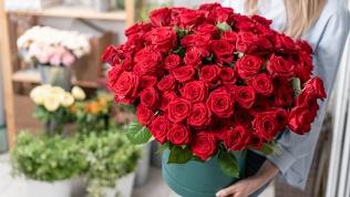 Букеты или розы вкоробке