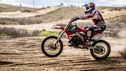 Катание намотоцикле или питбайке отклуба Kvadro-Extrim