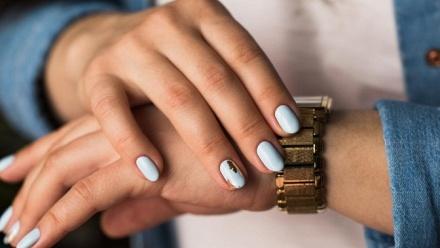 Маникюр ипедикюр спокрытием встудии Maje Nails фото