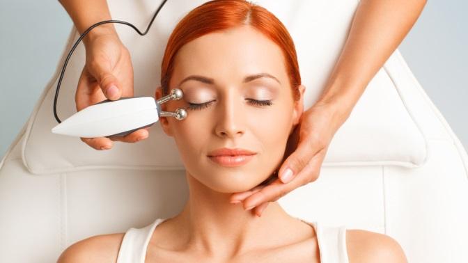 Сеансы комбинированной или УЗ-чистки, алмазно-вакуумного пилинга, комплексного ухода иомолаживающих процедур для лица, микротоковой терапии иRF-лифтинга лица, шеи изоны декольте вместе либо поотдельности вкабинете красоты Edit Beauty