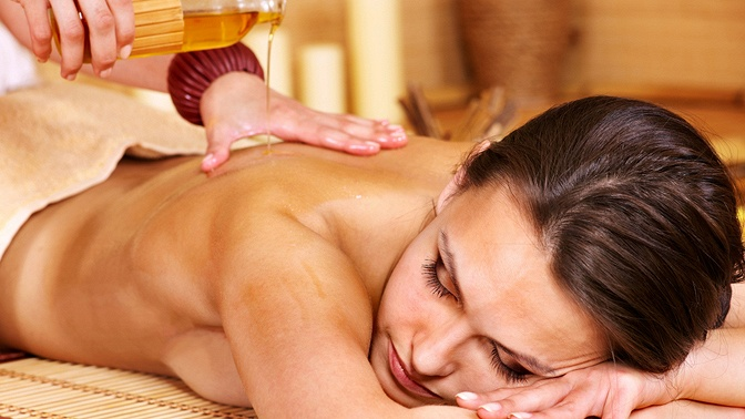 Сеансы массажа спилингом иобертыванием либо без в«Массажном салоне наПятницкой»