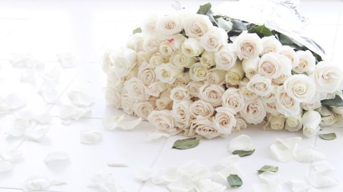 Букет изпионов, премиальных роз, синих орхидей, тюльпанов, ирисов или кустовых роз