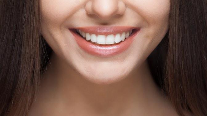 Отбеливание зубов, лечение кариеса сустановкой пломбы, комплексная гигиена полости рта или эстетическая реставрация зубов встоматологической клинике «Мармелад»