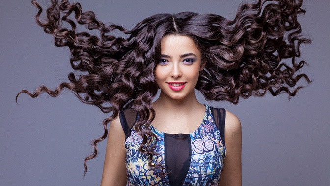 Мужская или женская стрижка, полировка, укладка, окрашивание, ультразвуковое запечатывание кончиков волос жидким шелком, процедуры для восстановления волос встудии красоты Bravissimo
