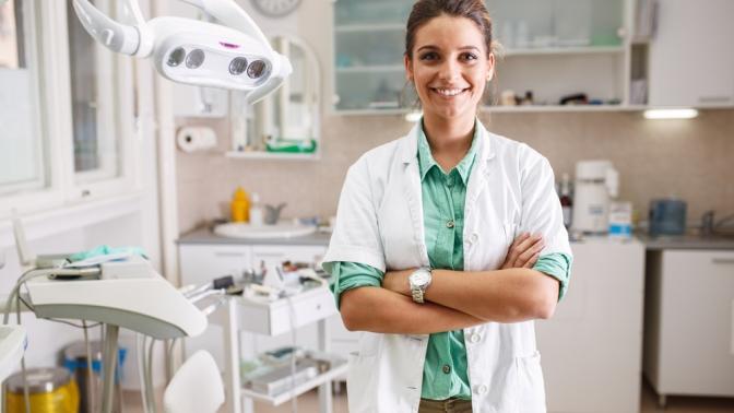 Комплексная гигиена полости рта, отбеливание зубов, чистка AirFlow, лечение кариеса или эстетическая реставрация встоматологии «Премьер Дентал»