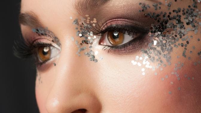 Процедуры поуходу забровями иресницами, дневной или вечерний макияж встудии красоты «Бархат»