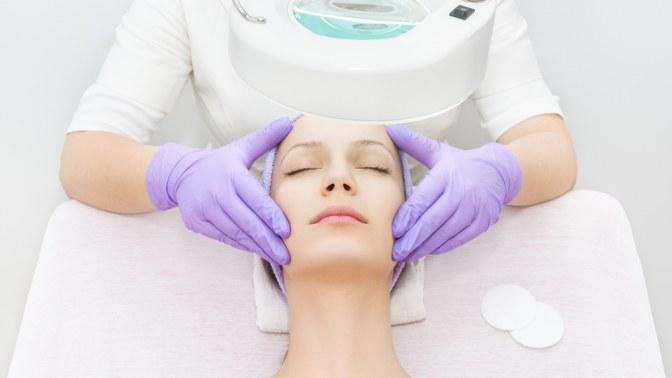 УЗ-чистка, пилинг, вакуумно-роликовый массаж лица слазерным липолизом или без вкабинете эстетической иаппаратной косметологии Body Life
