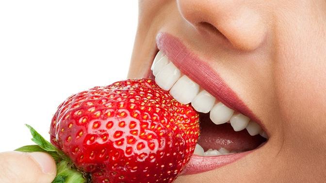 Ультразвуковая чистка зубов собработкой лечебной пастой встоматологической клинике «ДентаМатИв»
