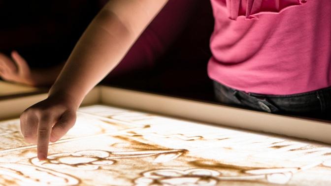 Посещение мастер-класса порисованию песком откомпании «Рисуем песком»