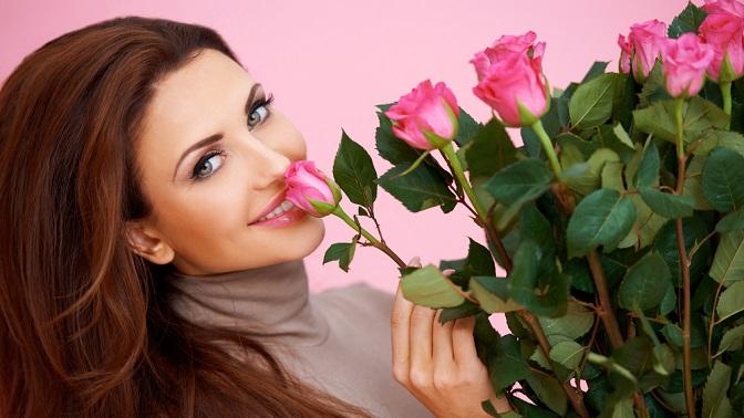 До101 эквадорской розы длиной 70–80см вбукете
