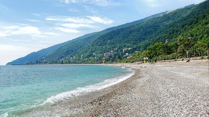 Отдых вАбхазии наберегу Черного моря вномере категории стандарт или комфорт вгостевом доме «Белый аист»