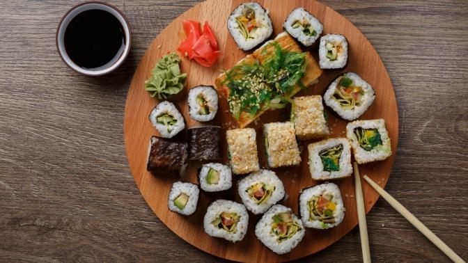 Блюда японской кухни отслужбы доставки «Мидзуми» соскидкой65%