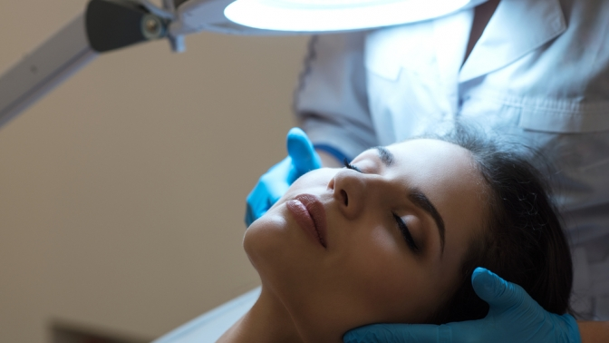 Ультразвуковая или механическая чистка, биоревитализация, пилинг, мезотерапия волосистой части головы либо плазмотерапия лица, шеи изоны декольте, кистей рук, волосистой части головы вклинике гинекологии икосметологии Gynecolife