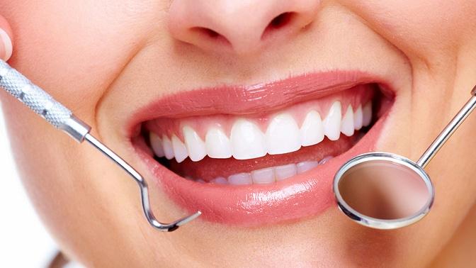УЗ-чистка, лечение кариеса, эстетическая реставрация или удаление зубов вмедицинском центре «Времена года»