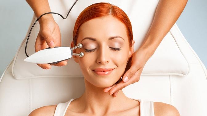 УЗ-чистка лица, микротоковая терапия или RF-термолифтинг для лица, шеи и зоны декольте вмедицинском центре «АМД Лаборатории»