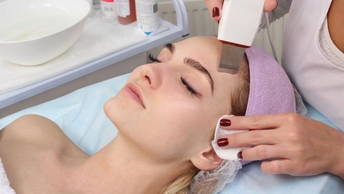 Сеансы чистки, пилинга, RF-лифтинга лица, лечения акне вцентре косметологии Юлии Вороновой