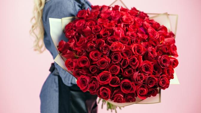 Букет изгербер, тюльпанов, орхидей, хризантем, альстромерий, ирисов, роз, кустовых роз или розы вшляпной коробке