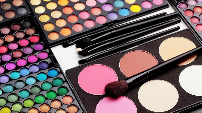 Онлайн-обучение визажу вшколе макияжа «Сам себе визажист» (750руб. вместо 1500руб.)