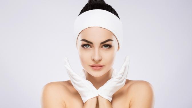 Комплексная УЗ-чистка лица, карбоновый пилинг лица или пластифицирующий массаж лица всалоне красоты Lazer Estetic