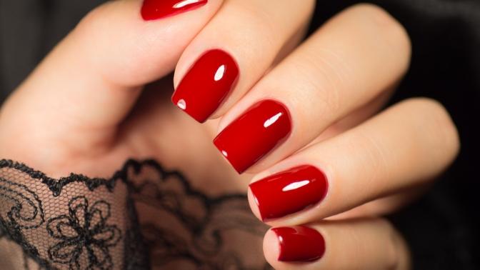Комбинированный, классический или европейский маникюр ипедикюр спокрытием ногтей гель-лаком всалоне красоты A.T.Nails