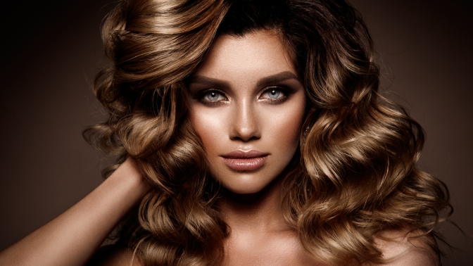 Контурная или модельная стрижка сукладкой, окрашивание, кератиновое выпрямление, ламинирование, экранирование либо восстановление волос всалоне «Аннет»